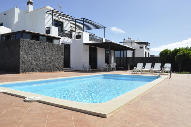 Stunning Villa with pool and garden for a total Relax, vacation rental in Conil