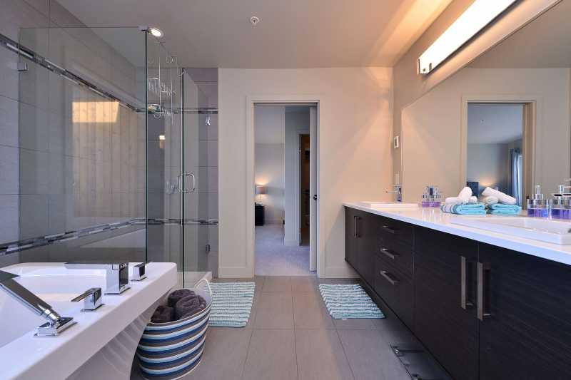 Master Bedroom ensuite with walk in shower and soaker tub.