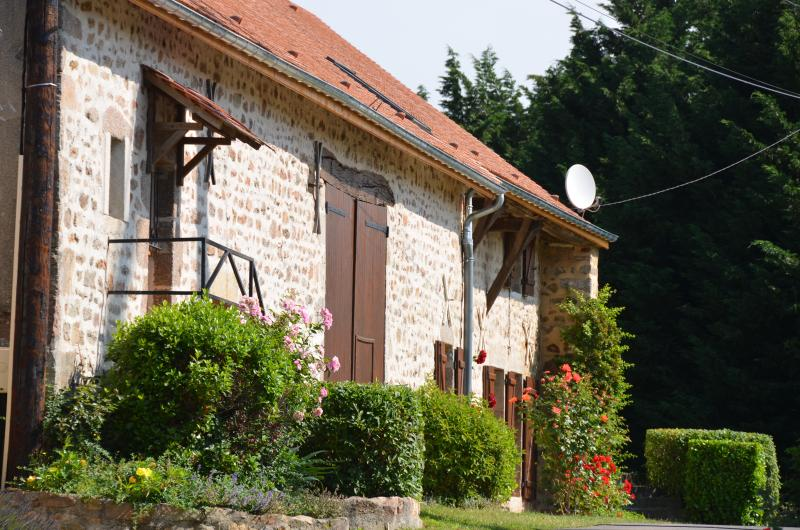 Cottage de charme, grand jardin, au coeur du parc naturel du Morvan, Bourgogne, holiday rental in Marigny l'Eglise