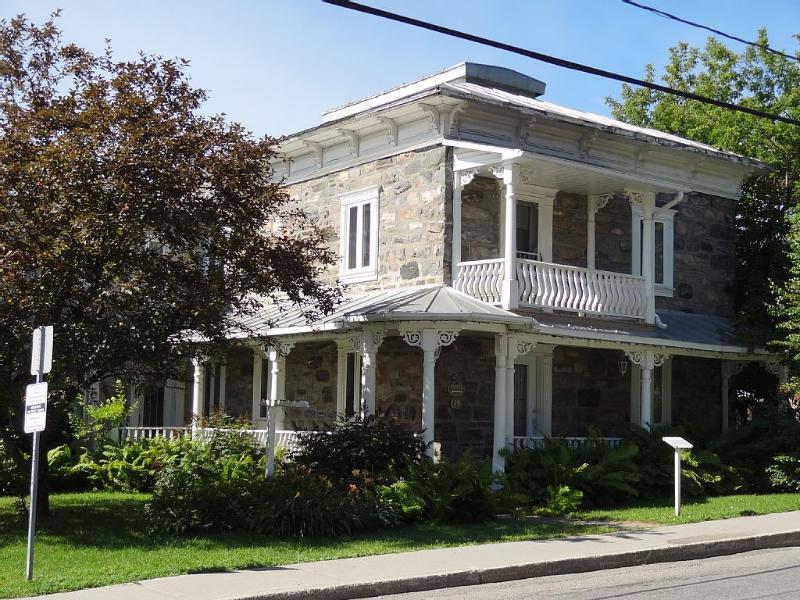 Magnifique résidence ancestrale datant de 1886, location de vacances à Saint Andre-Avellin