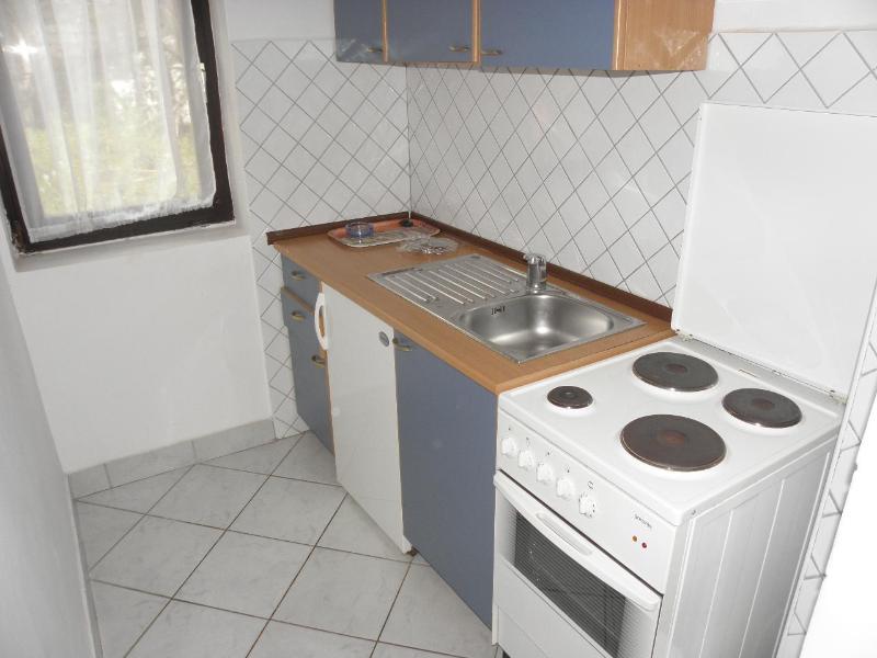 A4(2+2): kitchen
