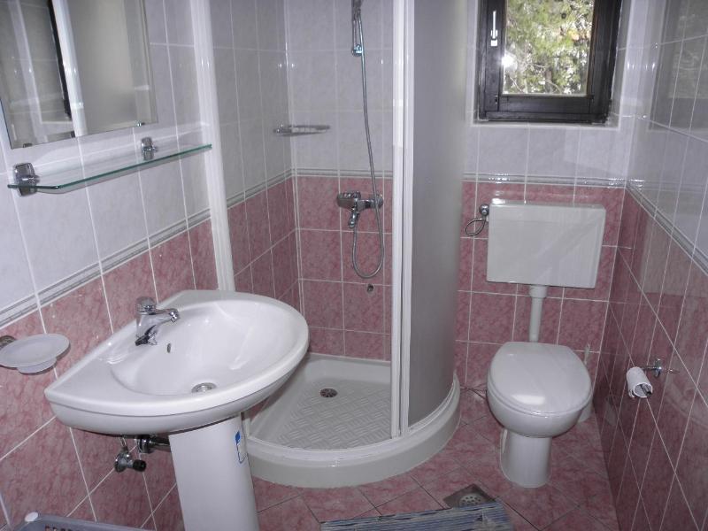 A1 (4 + 2): bagno con wc