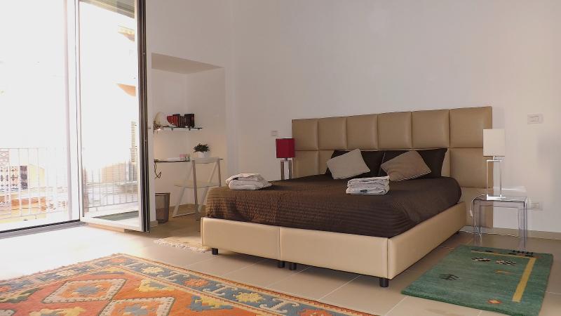 Double bedroom super seats with memory foam mattress