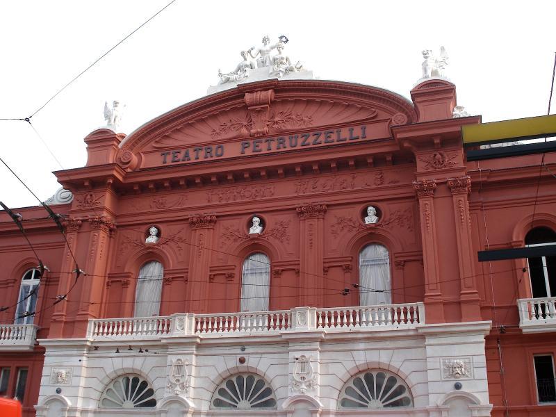 Teatro Petruzzelli in 5 minutes walk from Nirvana House