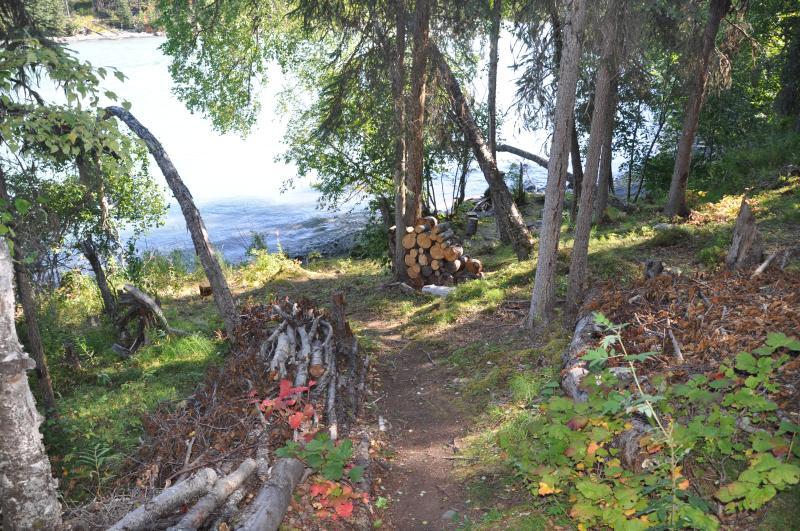 Kenai River Soaring Eagle Lodge & Cabins down switchbacks to river frontage