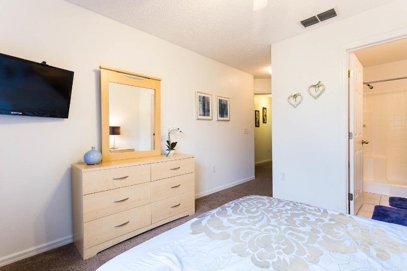 The En-Suite  Queen Bedroom