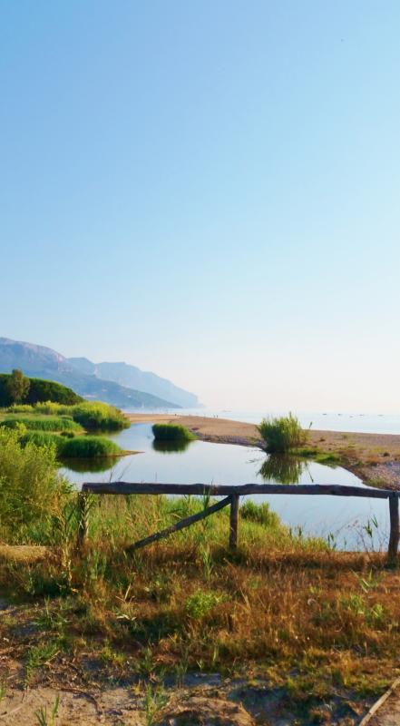 la playa entre Santa María de Navarra y Lotzorai