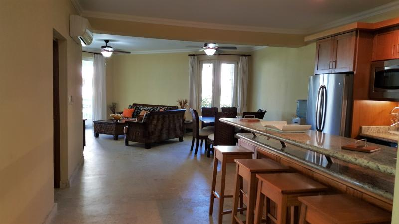 The large living room and kitchen/breakfast area offers an unparalleled unity in the apartment