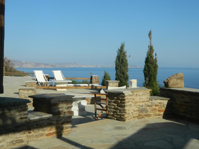 Thea Thalassa (sea view)/suite DELOS, location de vacances à Laouti