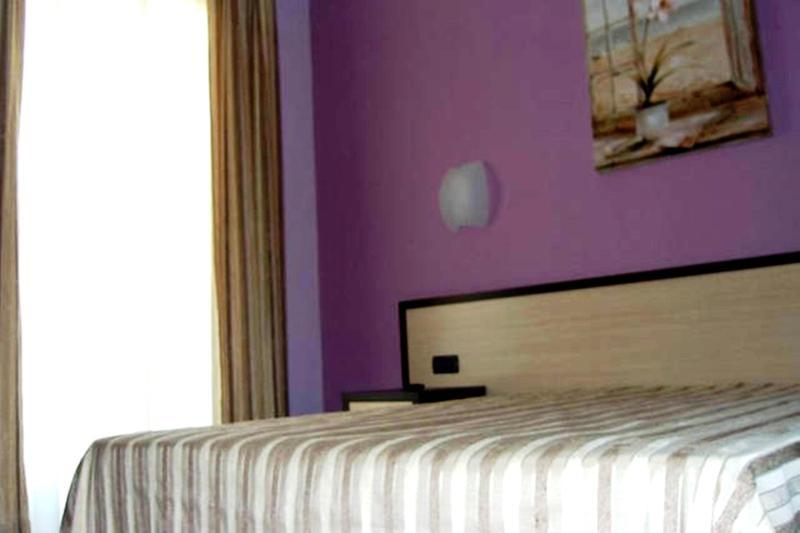 apartment lilla master bed room