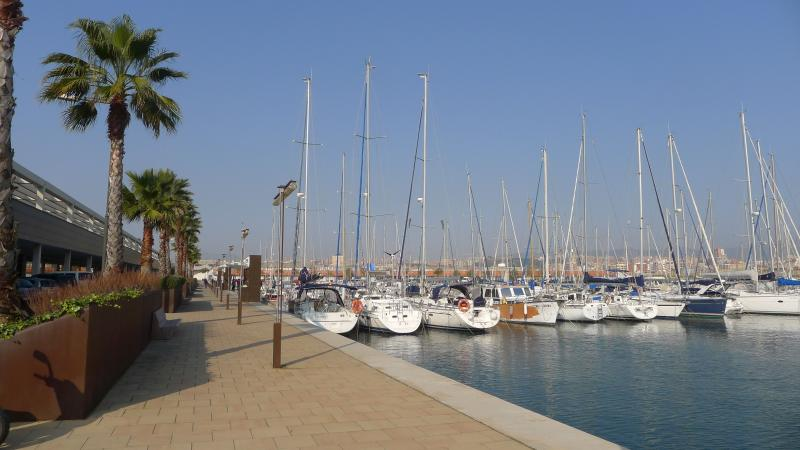 To the Marina harbour, a 6-minutes-walk.