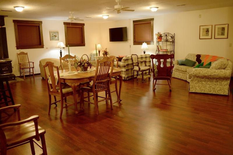 The Chestnut Barn, Quaint, 1830s in Amish Country, holiday rental in Millersburg