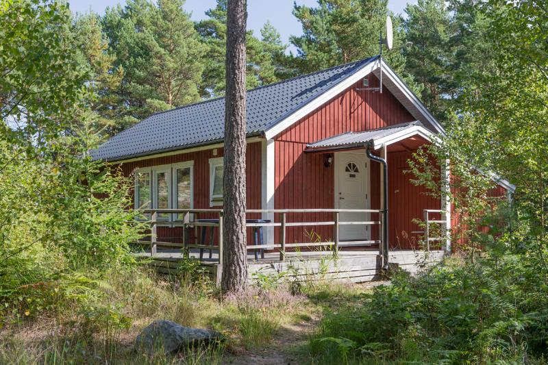 Skogsmulle1&2, holiday rental in Gamleby