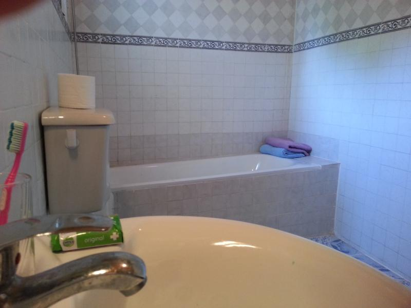 doubleroom with private bathroom , use of kitchen , livingroom , patio , etc.. for 750Dalasi a night