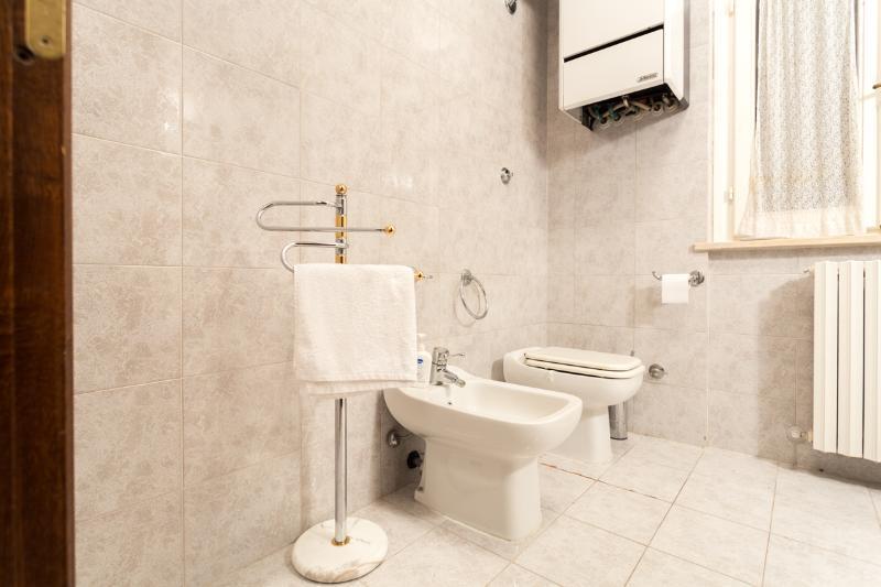 Villa : 1 of 6 bathrooms in Villa + Lodge.