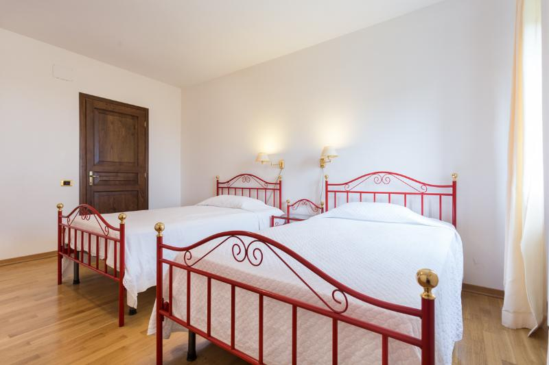 Villa : 1 of 7 bedrooms in Villa + Lodge.