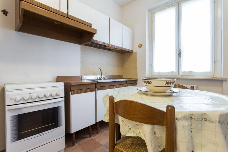 The Lodge - fitted kitchen.