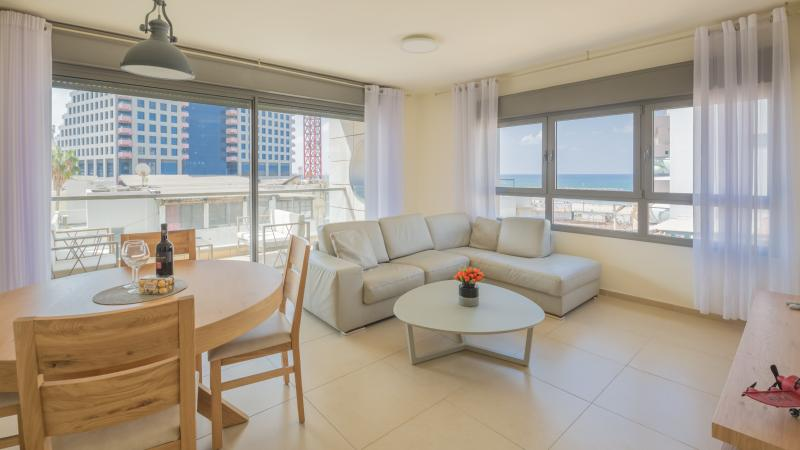 1 Min to the Beach-75m2-Free Parking & WiFi- Cview, holiday rental in Tel Aviv