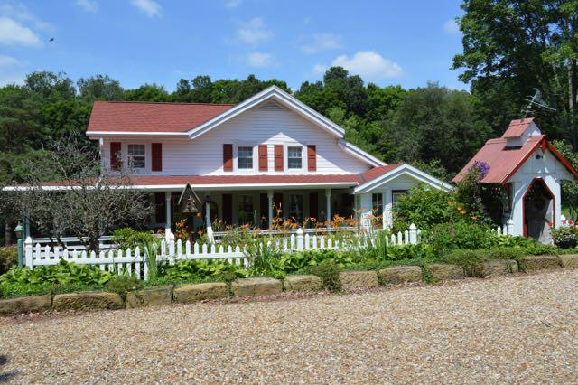 Mohican Farmhouse, holiday rental in Mount Vernon