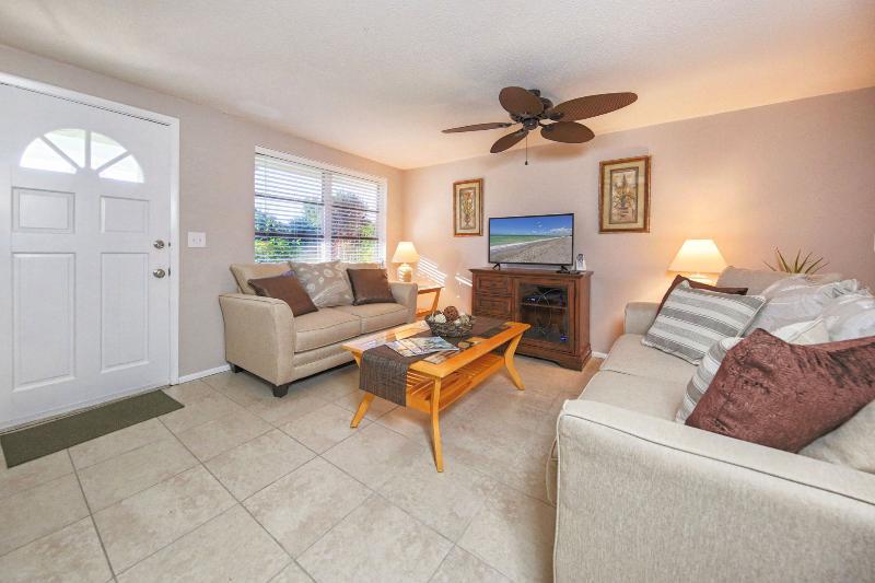 Sunset Villa is a super clean and comfy tropical escape near Shamrock Park