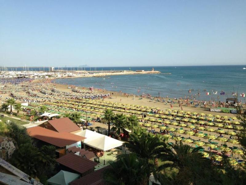 plage et marina Neptune Voir