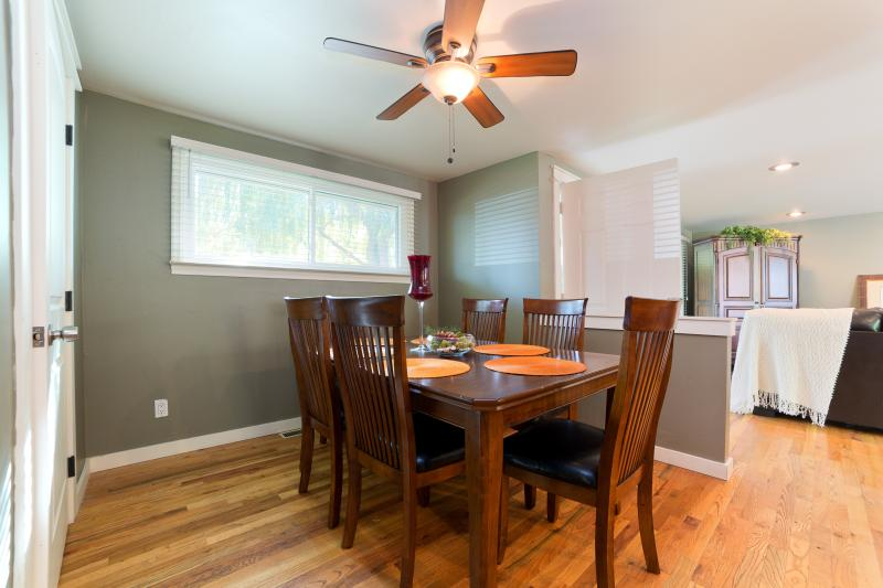 Dinning room table enough for eight. Extra leaf is sitting in closet