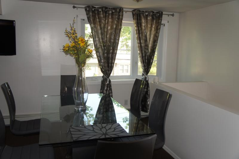 Livingroom bay windows