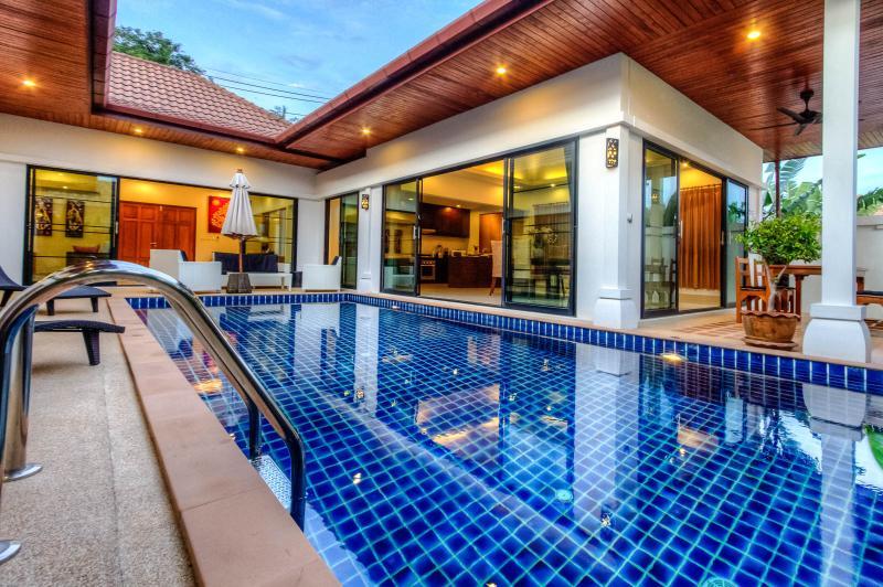 CHAMBERTIN- Private & Stunning Pool Villa in Phuket, casa vacanza a Rawai