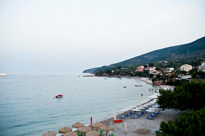Luxurious apartment above the beach, vacation rental in Agios Andreas