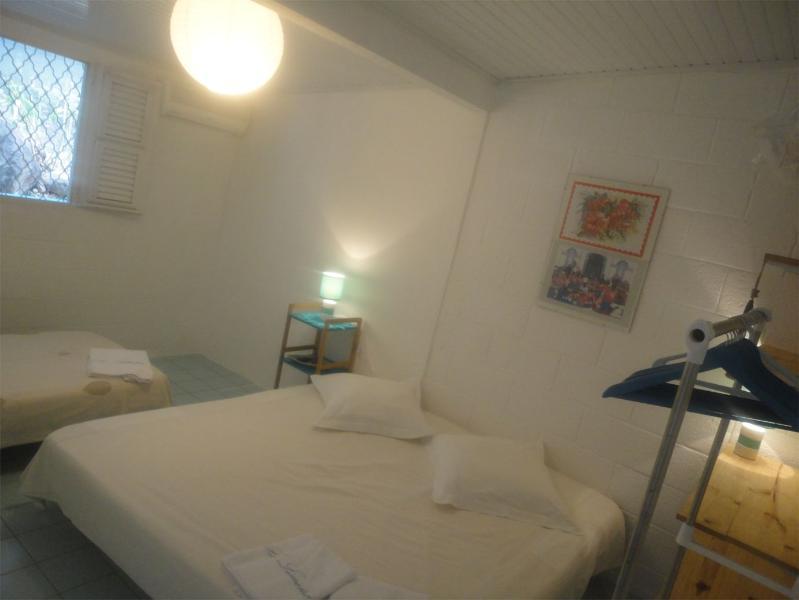 Chambre 4, 2 lits jumeaux,1 lit simple.