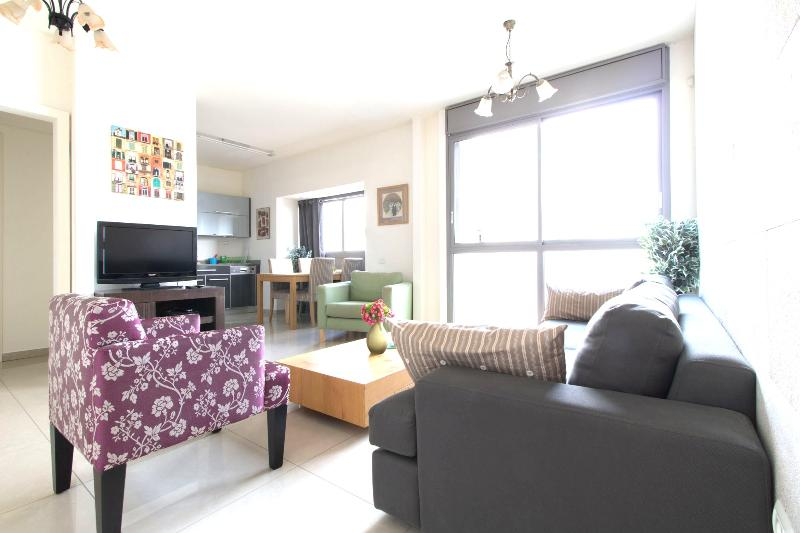 2Bdr New Kosher Apartment! Top Location! Private Parking!, vacation rental in Jerusalem