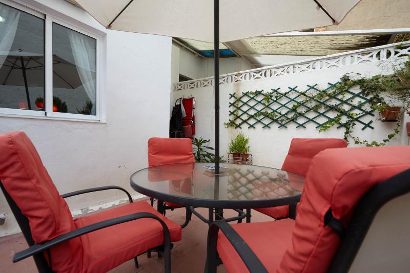 Nice room near Alicante center, aluguéis de temporada em Benimantell