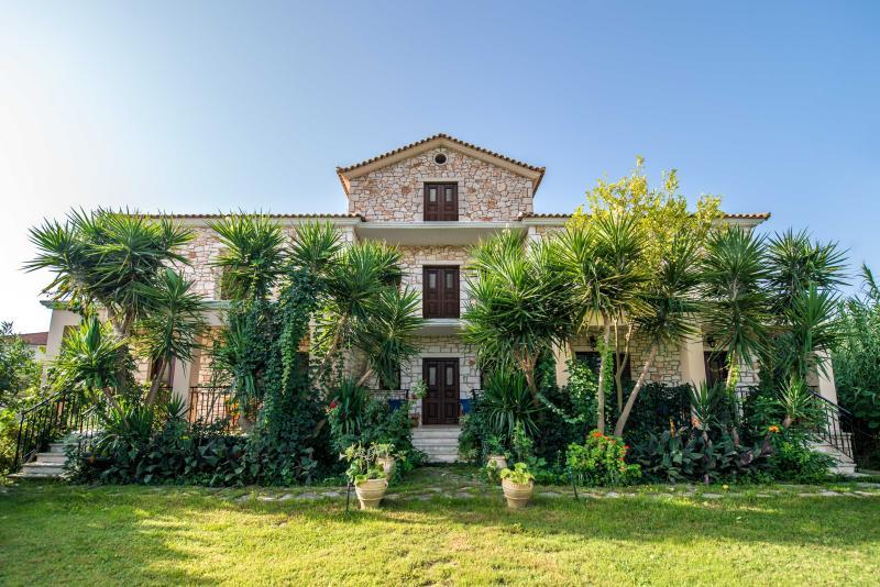 Villa Pounente Apartments - One Bedroom Apartments, location de vacances à Porto Koukla