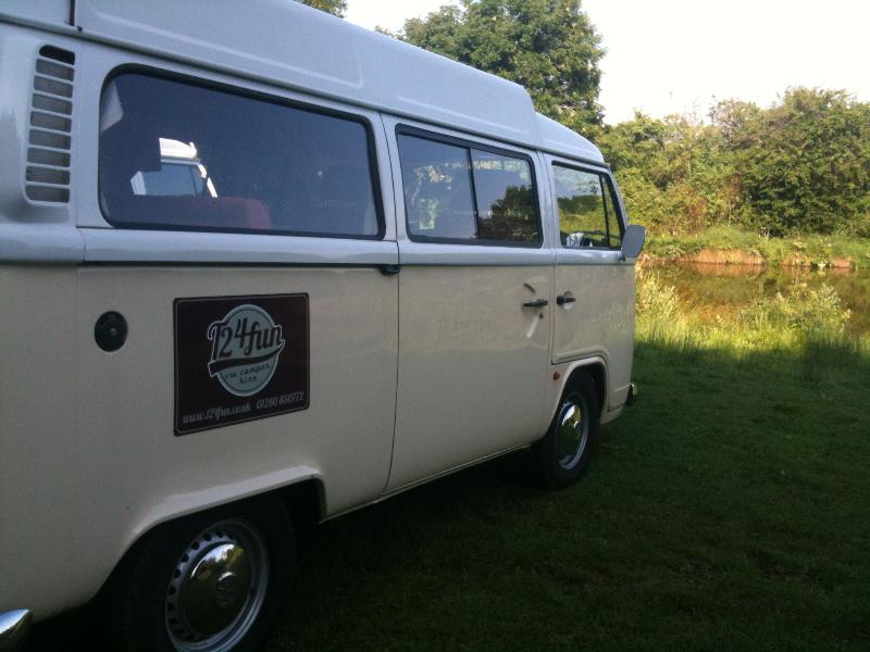 T2 4Fun Self Drive Classic VW Camper Hire UK, location de vacances à Eydon