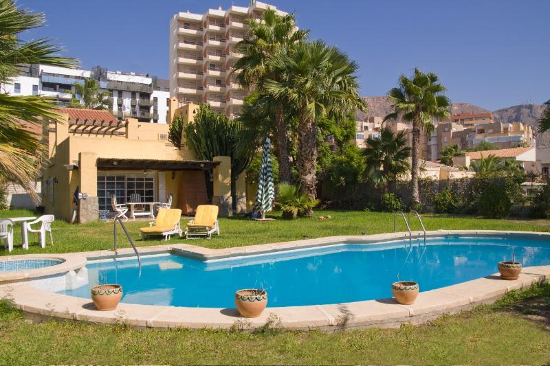 jardin y piscina privados
