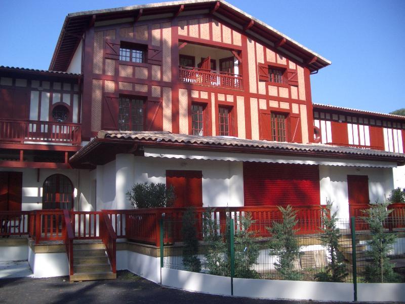 Tres agreable appartement dans un parc arboré, location de vacances à Arcachon