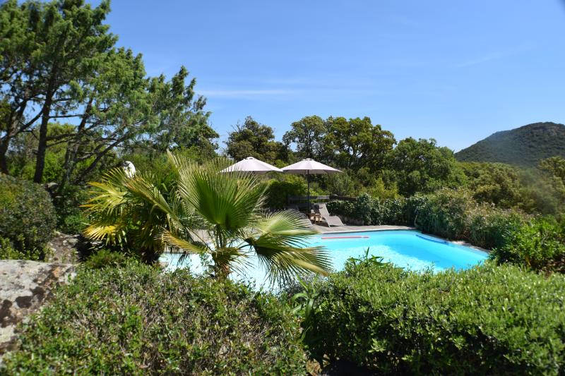 Top rated lovely villa private pool heated near fantastic beaches, Santa Giulia!, holiday rental in Corsica