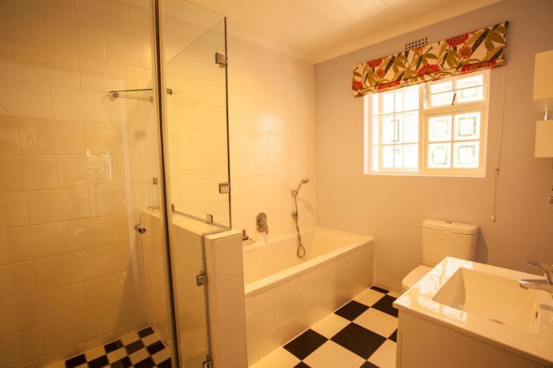 Sparkling family bathroom - newly renovated