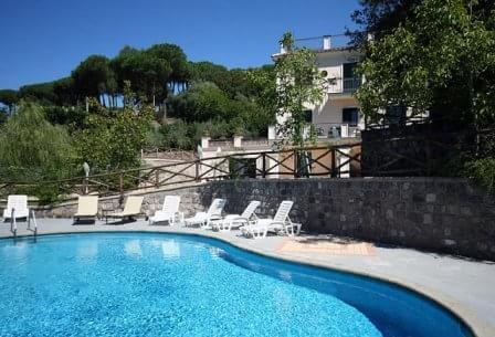 Villa Relax with garden & swimming pool, Ferienwohnung in Sant'Agata sui Due Golfi