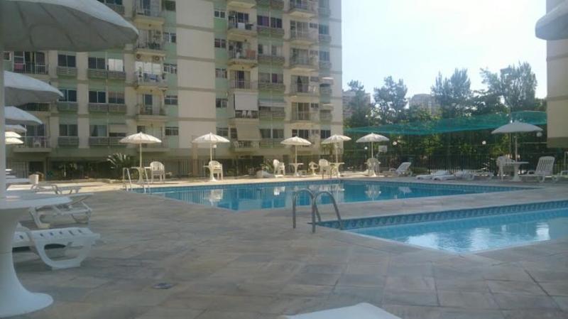 piscina comunitaria al aire libre