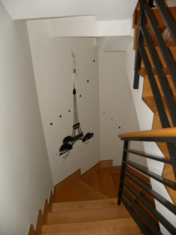 Escaleras de acceso a las plantas superiores.
