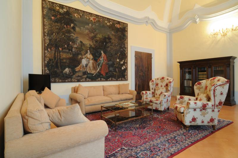 Luxury 2 Bedroom Apartment - Palazzo Morichelli, Ferienwohnung in Santa Maria d'Alto Cielo
