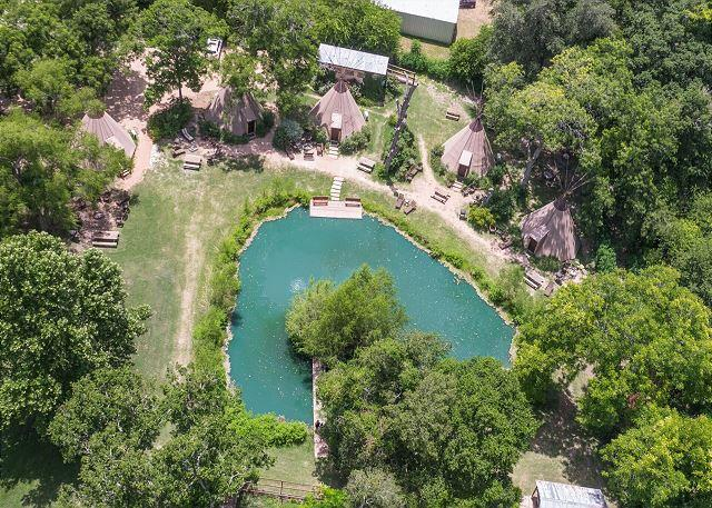 What a FIND! Teepee * Geronimo Creek! Insulated/air-cond, Kayak, Fish, Swim!, casa vacanza a Kingsbury