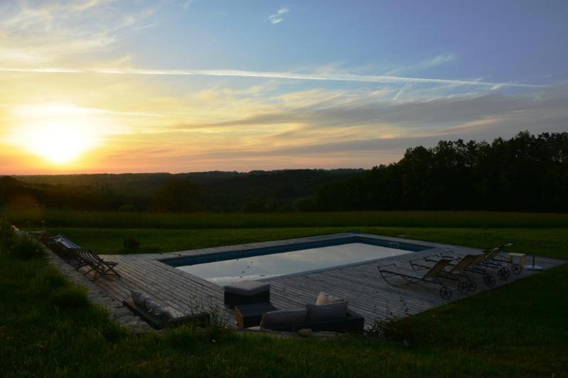 Ferme superbement rénovée avec piscine chauffée, casa vacanza a Sainte-Alvere