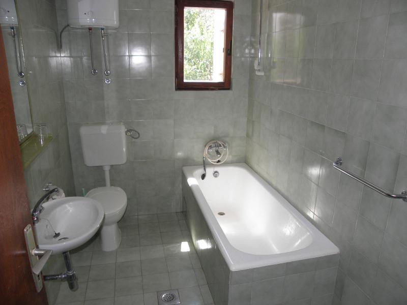 Tè A3 (2 + 2): bagno con wc