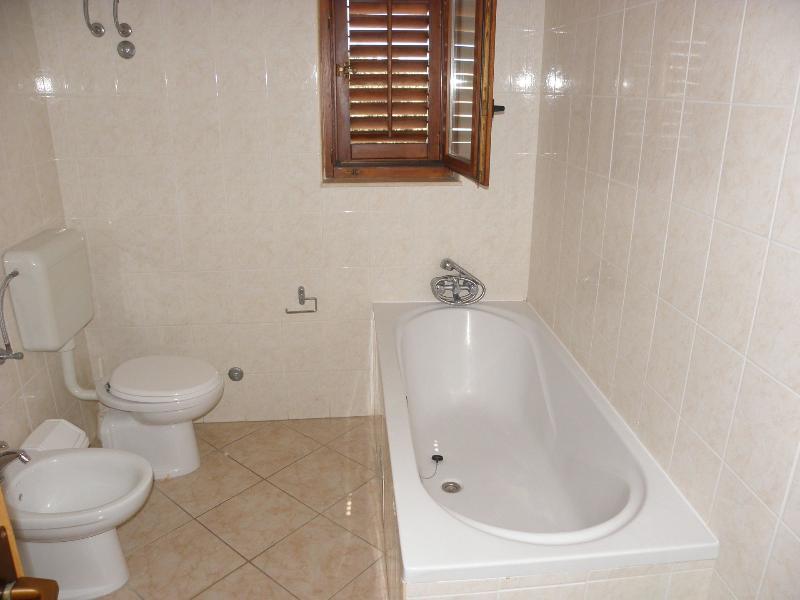 A1 Dora(7): bathroom with toilet
