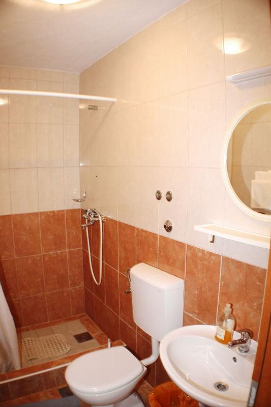 A4 Somina(2+2): bathroom with toilet