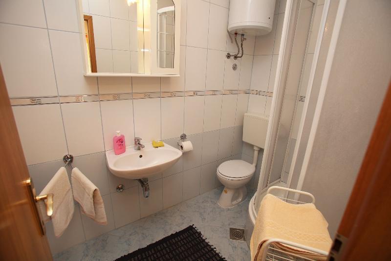 A1 (4): banheiro com vaso sanitário