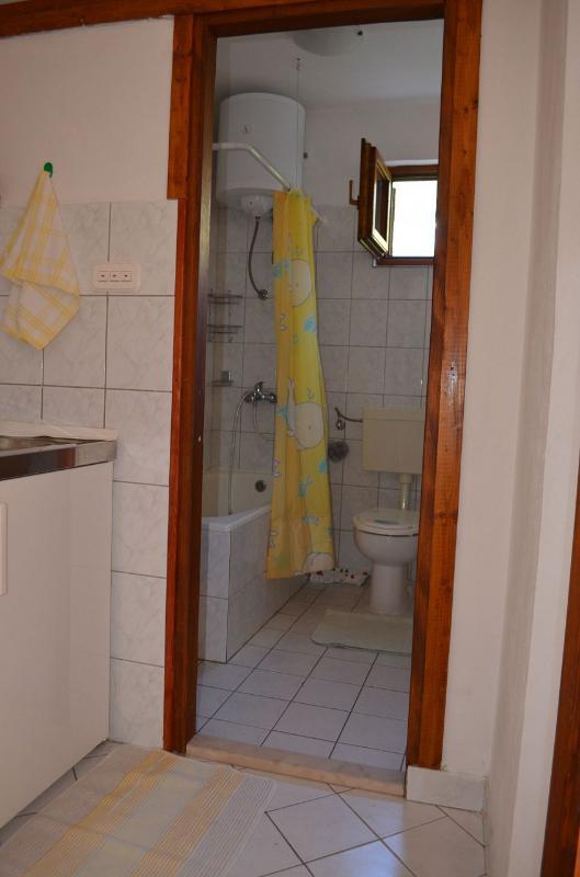 A1 (2 + 1): bagno con wc