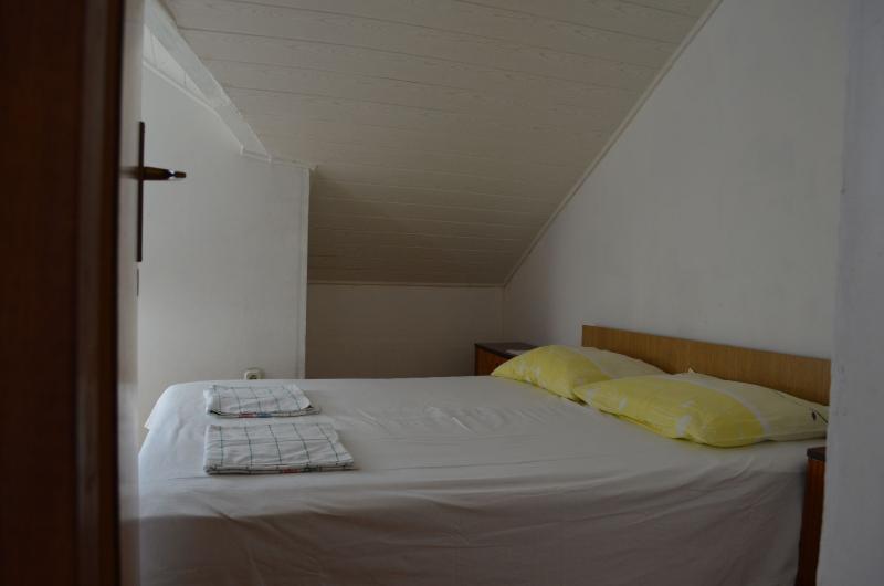 A5(4): bedroom